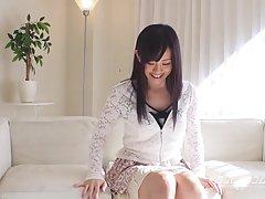 Пресни млади японски тийнейджър на повъртя