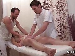 Amateur зрели двойно проникнали в стая за масаж